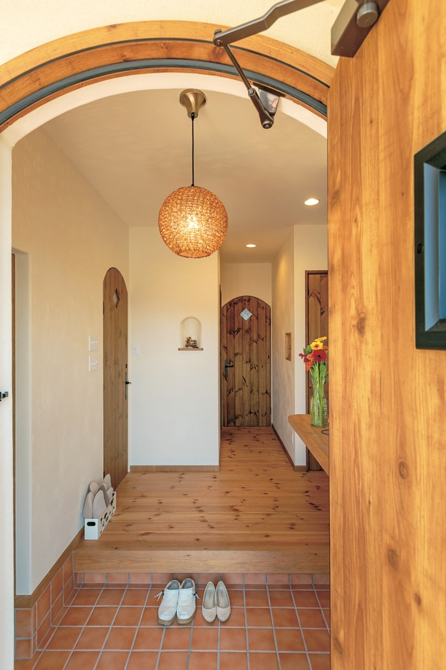 富士ホームズデザイン【デザイン住宅、子育て、趣味】素敵な照明は系列のインテリアショップ『ラ シュエット フジ』で
