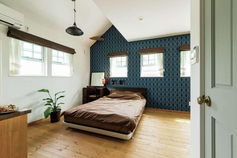 富士ホームズデザイン【デザイン住宅、建築家、インテリア】寝室にはドアを2つ設けてあり、将来子どもが増えたら現在の子ども室と寝室をチェンジして2部屋に分ける予定