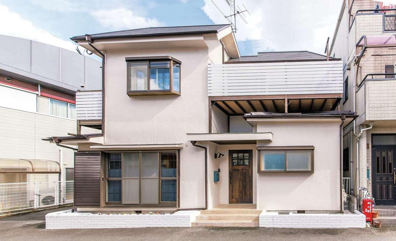 Sanki Haus(サンキハウス)静岡三基|バルコニーのアルミ格子を隠すように、白ペイントの木製ルーバーを設置