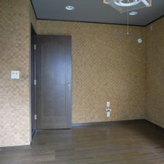 以前は玄関横の洋間。左手の壁を取り払うことでひと続きの大空間が生まれた