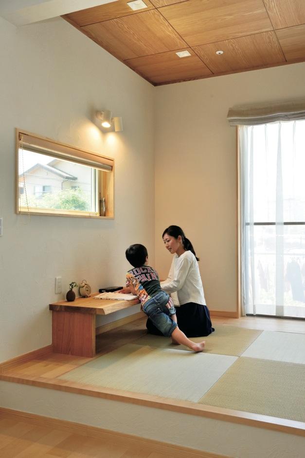 ひらおか建築【子育て、自然素材、省エネ】勉強はいつも1階の畳コーナーで。2階の個室は寝るときだけ利用