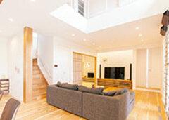 ぬくもり素材とやさしい空気 家族が心地よさで包まれる家