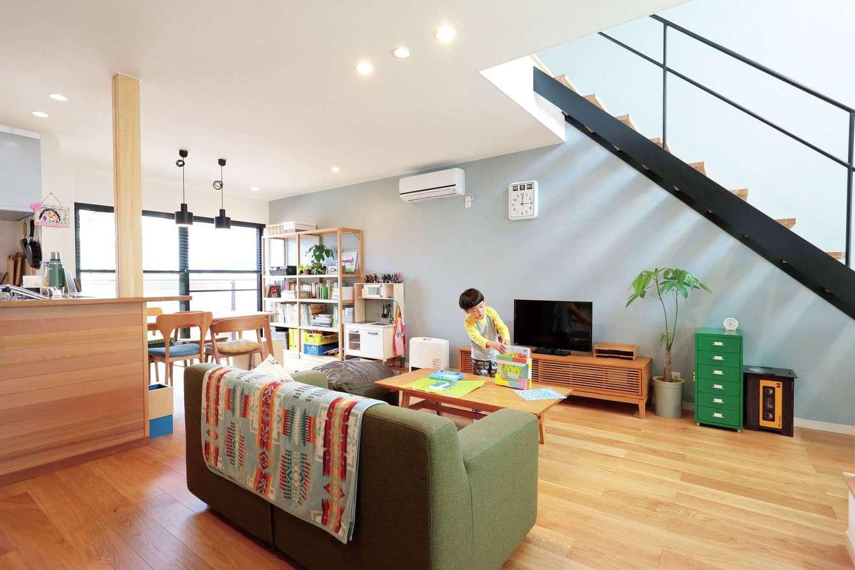 小幡建設【デザイン住宅、収納力、省エネ】心地よいものだけに囲まれたスタイルのある暮らし。階段のアイアンがアクセントに