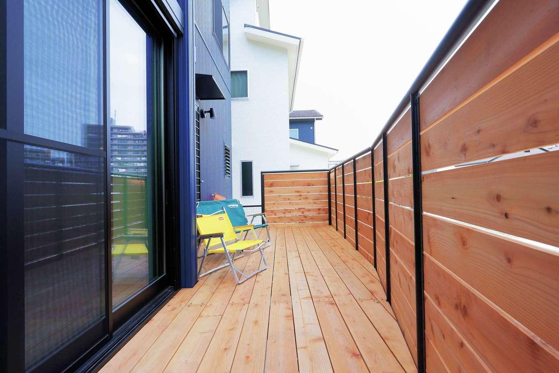 小幡建設【デザイン住宅、収納力、省エネ】土地の形状に合わせて造られたテラス