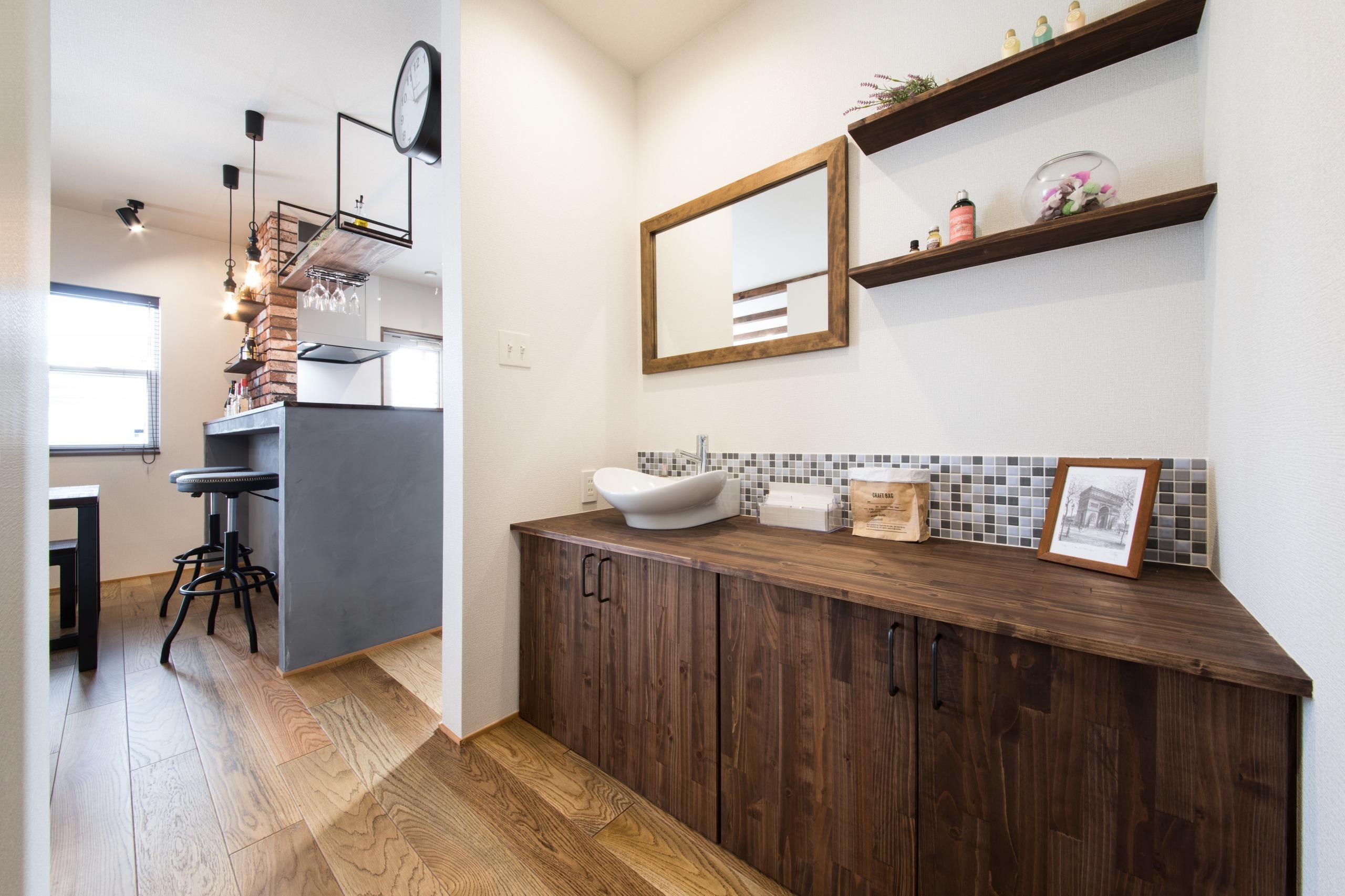 小幡建設【デザイン住宅、収納力、省エネ】将来来客が多くなることを想定し、脱衣所と分けて洗面を造作