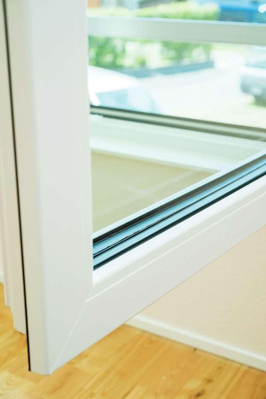 全窓トリプルガラスのユーロサッシが標準仕様。気密性能は日本メーカーとは比べ物にならないほど高い
