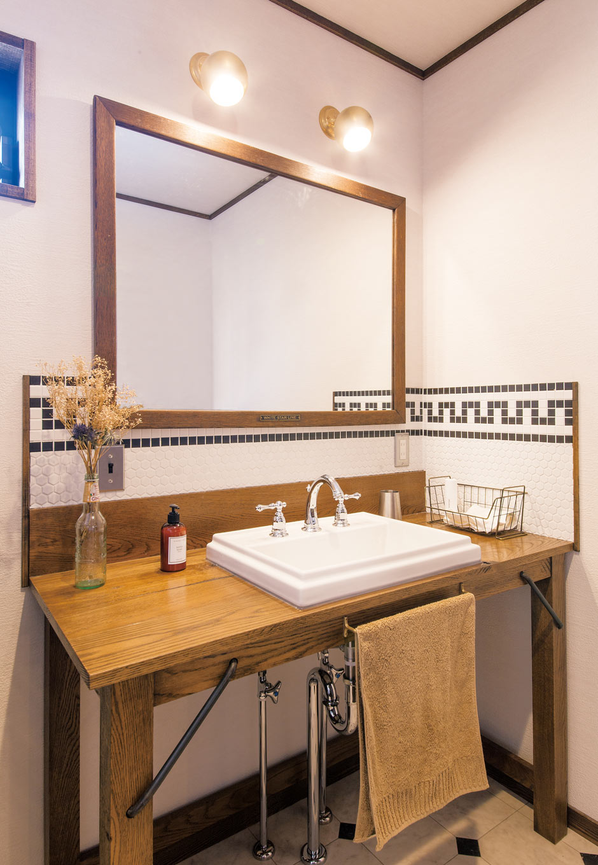 トーモク【デザイン住宅、収納力、インテリア】オリジナルの洗面台と鏡がステキ