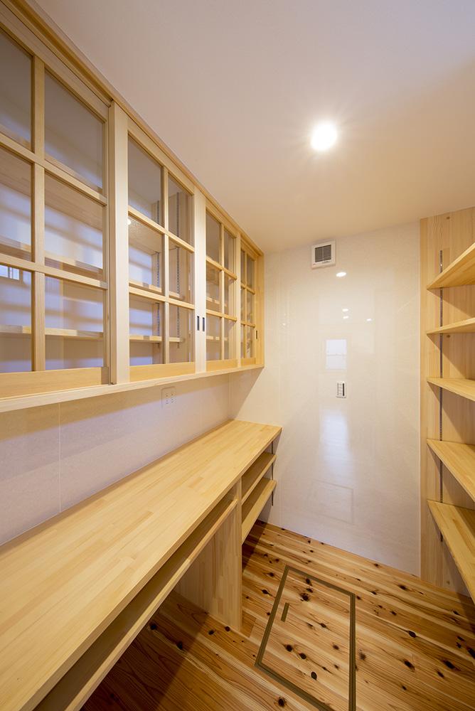 トーモク【子育て、収納力、自然素材】造作棚やデスクも『トーモク』の得意とするところ