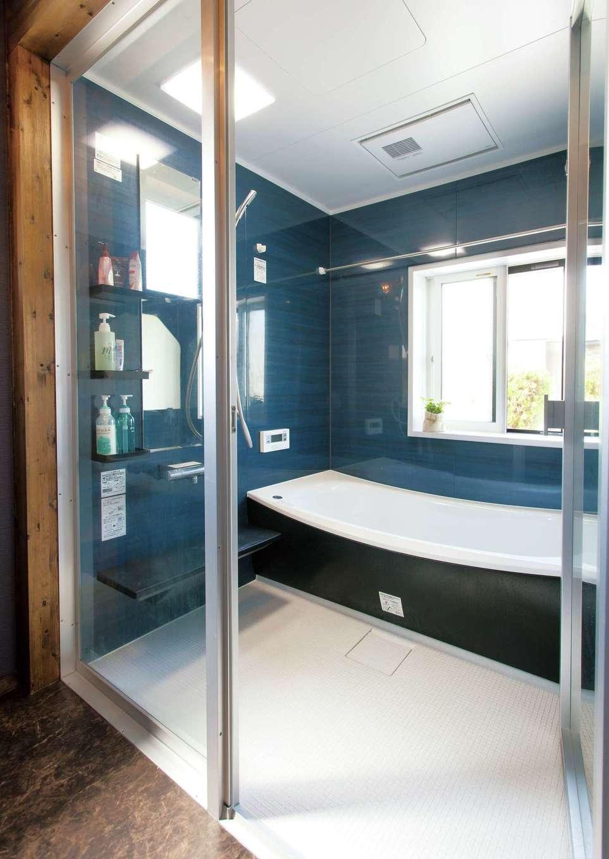 サイエンスホーム【1000万円台、デザイン住宅、自然素材】高級ホテルのようなガラス張りのお風呂。毎日がリゾート気分で、バスタイムがより楽しくなる