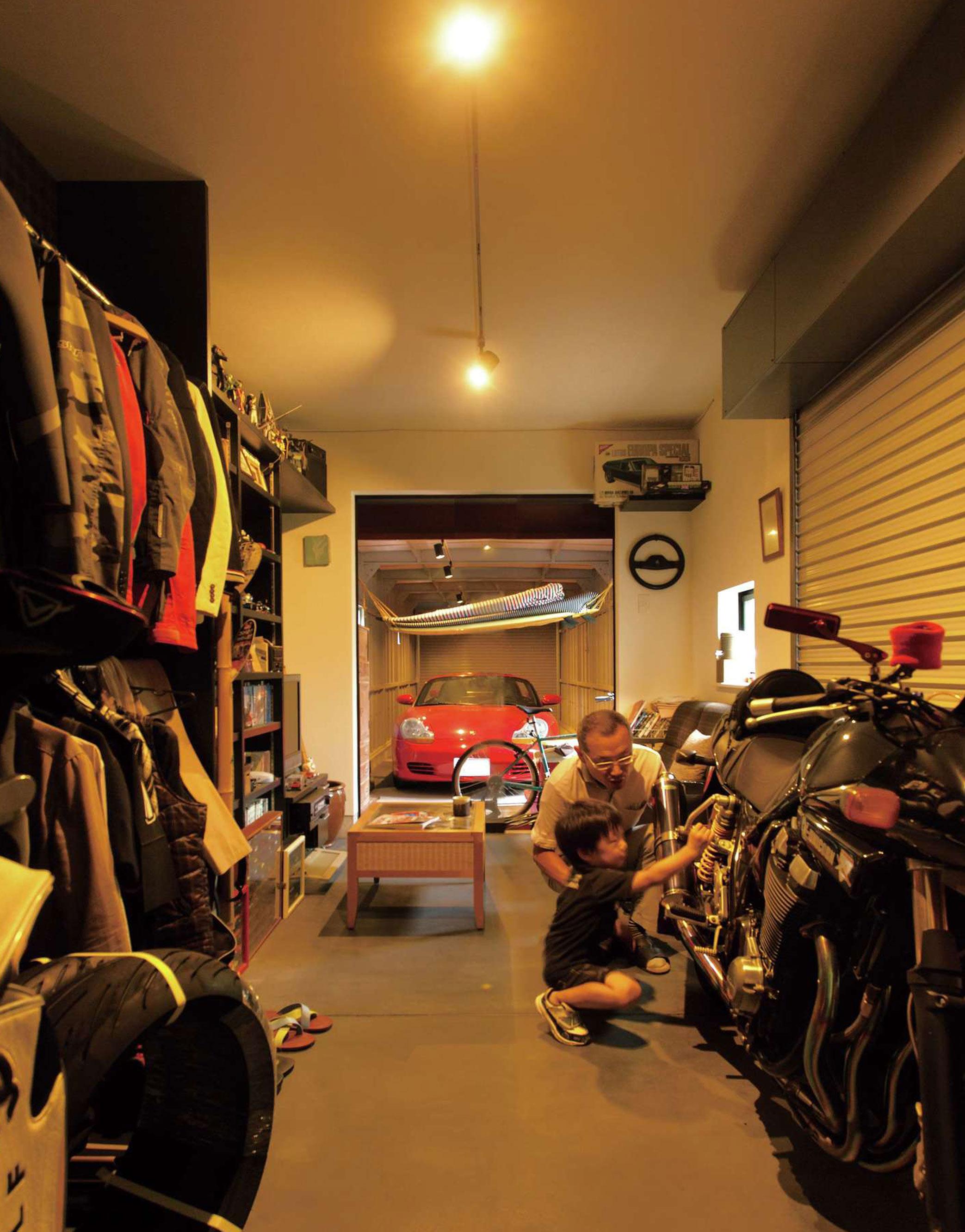 建築家の感性と経験値から生まれた 変形地とは思えないガレージハウス