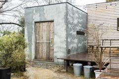 手作り感にこだわった創作活動の拠点となる小屋空間