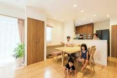 設備充実の家事上手の家で 子育てと仕事の両立を実現