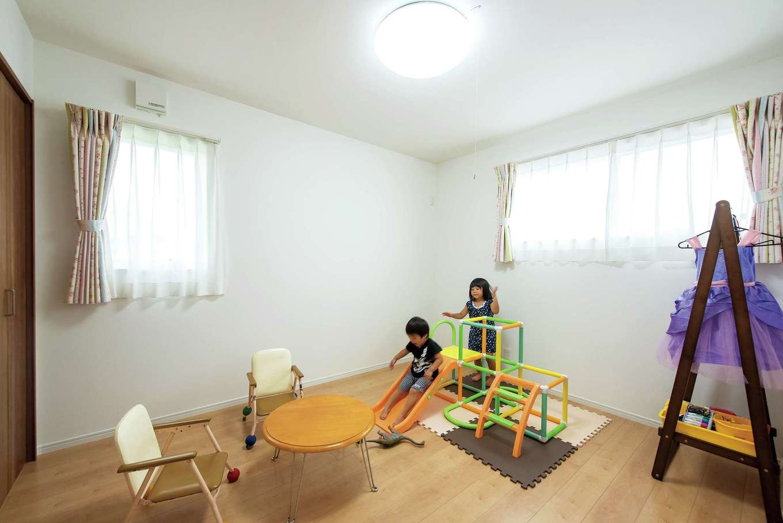 橋本組 ~つむぐ家~【子育て、二世帯住宅、間取り】独立した2つの子ども部屋は、それぞれに大きなクローゼット付き
