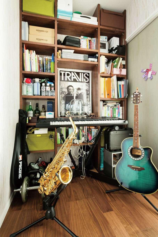 玄関から直通の書斎は、ご主人の隠れ家