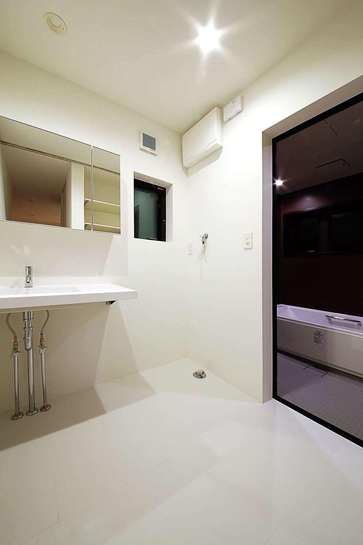 インフィルプラス【デザイン住宅、省エネ、間取り】排水管をむき出しにしたスタイリッシュな洗面台