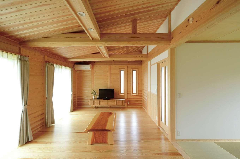 村木建築工房【自然素材、夫婦で暮らす、平屋】スギの床の温かみや柔らかさを肌で感じながら生活できるように、LDKにはソファやダイニングセットを置かない予定