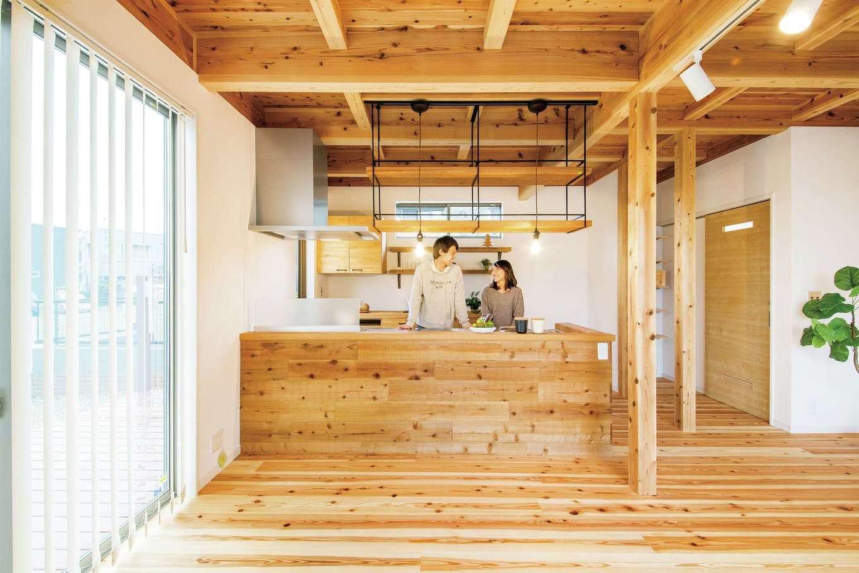 20代夫婦が無理なく建てた 経年美を楽しむ無垢の家