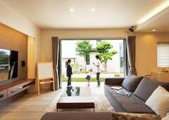 庭と室内が緩やかにつながる シンプル&モダンな上質な家