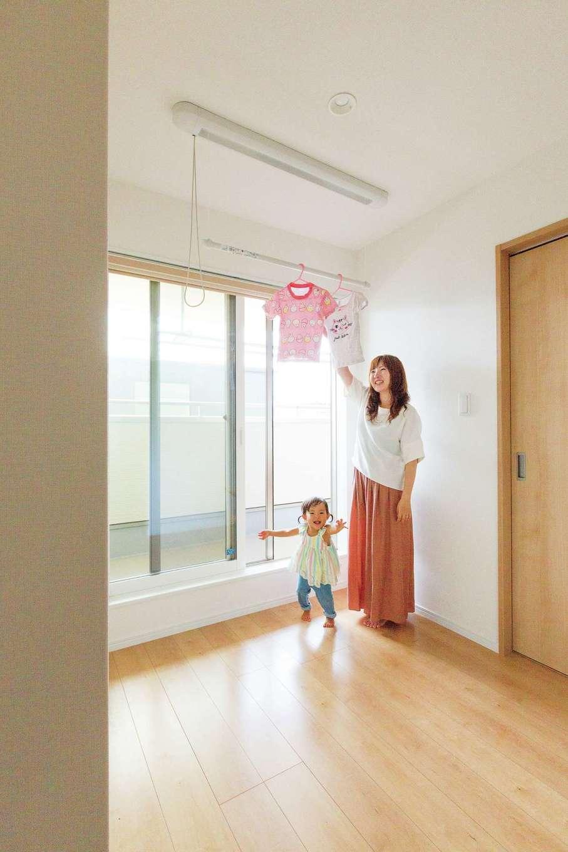 2階の部屋干しスペースは、雨の日はもちろん帰りが遅い日も便利