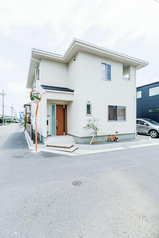 橋本組【デザイン住宅、子育て、間取り】白くスタイリッシュな外観