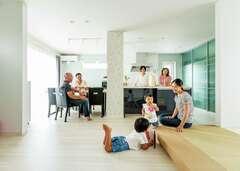 4世代7人が仲良く暮らす 快適動線のおしゃれな家