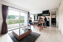 デザイン×天然素材×耐震性 贅を極めた二世帯住宅