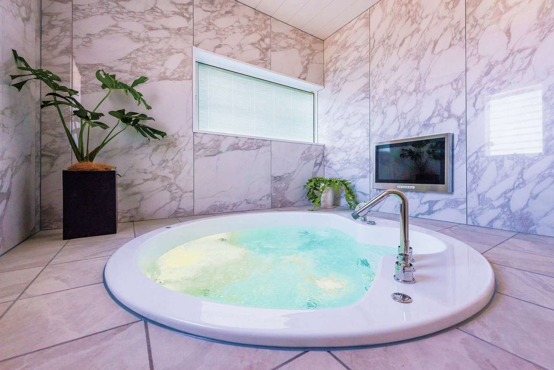 ぽっくハウス【芦工匠】【デザイン住宅、間取り、インテリア】円形の浴槽がラグジュアリーな雰囲気を醸し出すくつろぎの空間