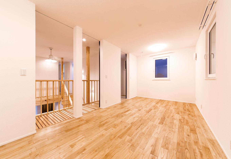 低燃費住宅 静岡(TK武田建築)【子育て、自然素材、省エネ】3つに間仕切りできる子ども部屋。居心地が良すぎてずっと部屋にこもらないよう、クローゼットも作らず、あえて狭くした