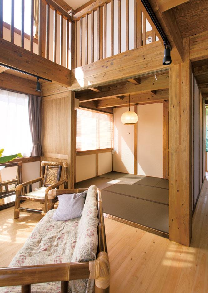 サイエンスホーム【デザイン住宅、自然素材、省エネ】高性能断熱材で建物をすっぽりと覆う外張り断熱を標準採用。高気密・高断熱性能により、エアコンに頼り過ぎることなく、夏も冬も薄着で快適に過ごすことができる。家中どこにいても温度が均一なので、冬のヒートショックの心配もない