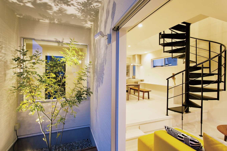 ARRCH アーチ【デザイン住宅、建築家、インテリア】室内のどこからでも中庭が見えるH型のフォルムがS邸の特徴