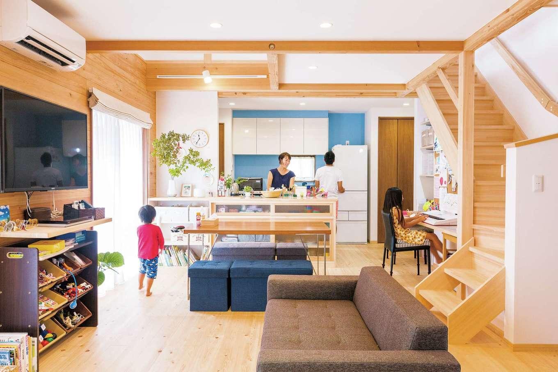 つながり、快適、便利さを ヒノキとブルーが包む家