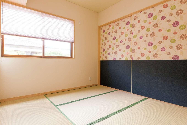 珪藻土クロスを基本にトイレや家事スペース ふすまなどは個性的な壁紙に イエタテ