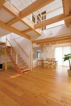自然の素材感を楽しみながら暮らす和モダンの家