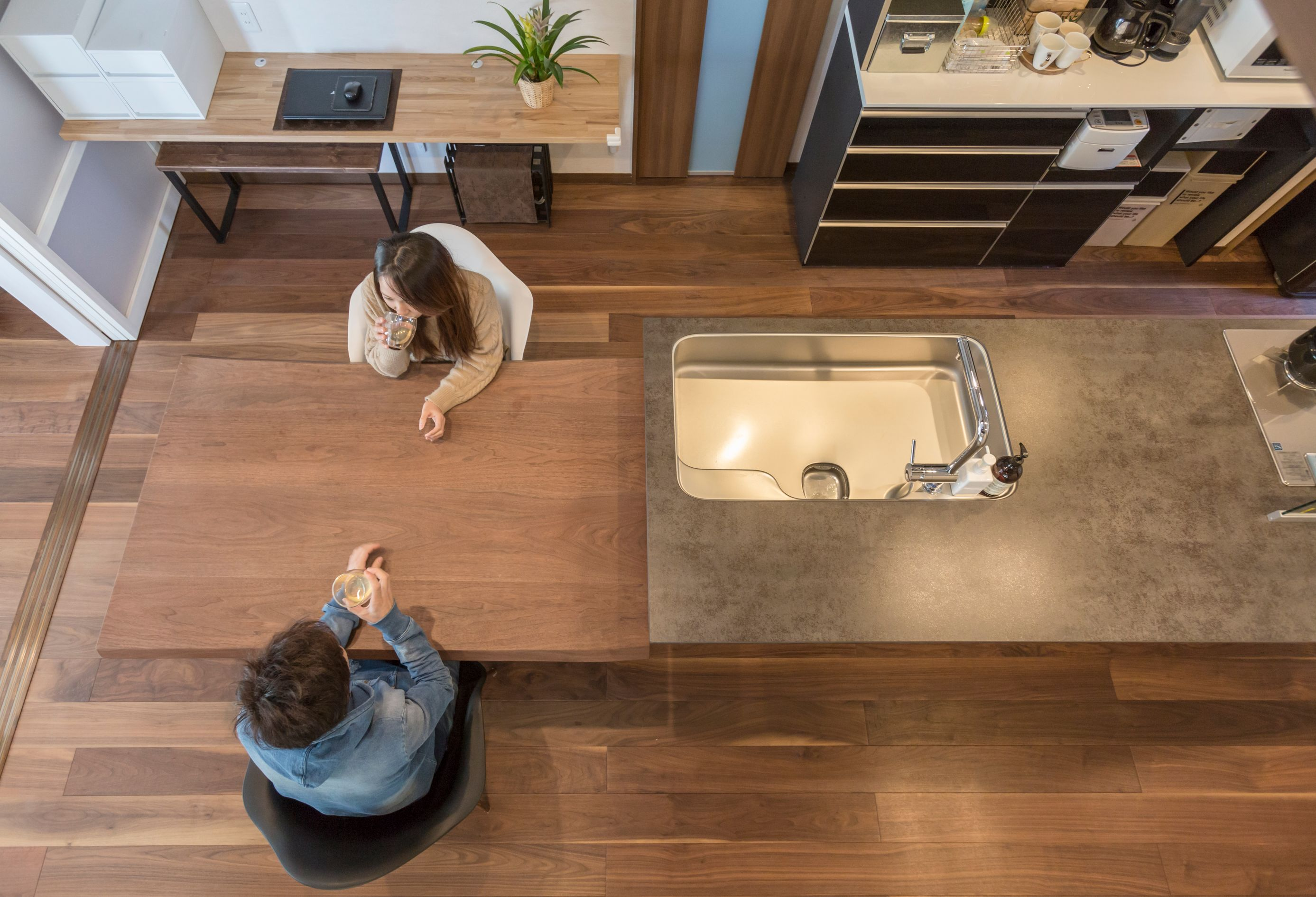 丸洋建設 ハウスオブハウス【趣味、間取り、ガレージ】空間にマッチしたアイランドキッチン。