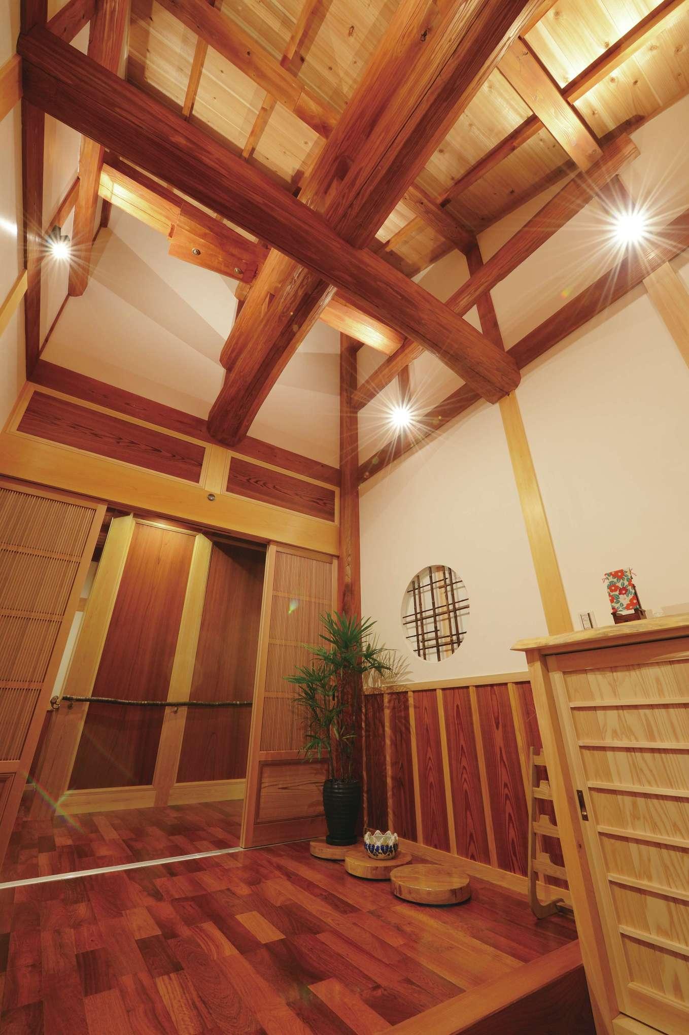 堀田建築【デザイン住宅、自然素材、夫婦で暮らす】民芸旅館のようなしつらえの玄関
