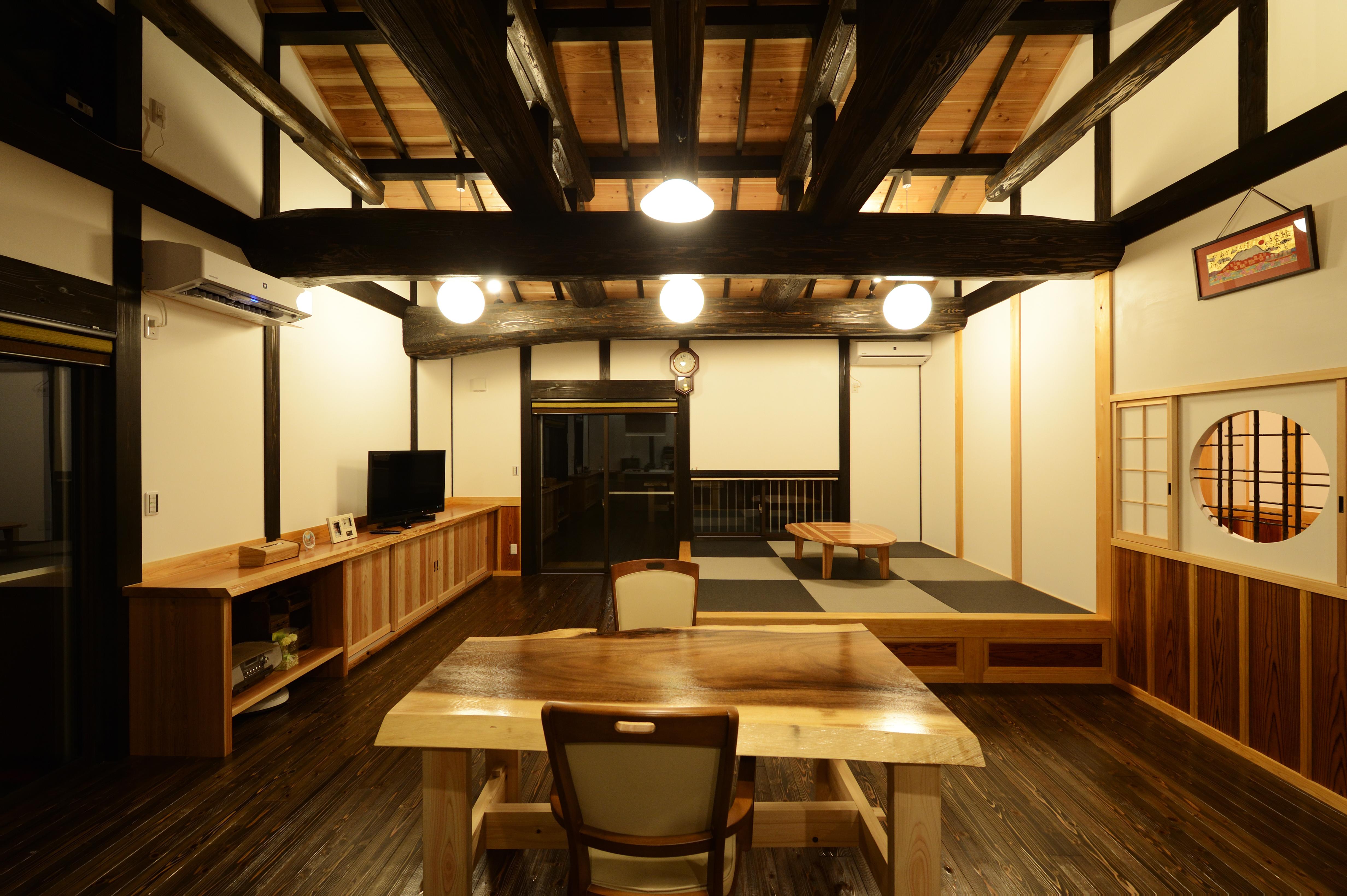 堀田建築【デザイン住宅、自然素材、夫婦で暮らす】本物の技を使って造り上げられた空間はどこから見ても美しい