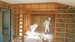 以前の2階は居室のみで、洋室3つ、和室1つがあった。今回の改修で、キッチンやトイレ、シャワールームなどの水回りを導入した