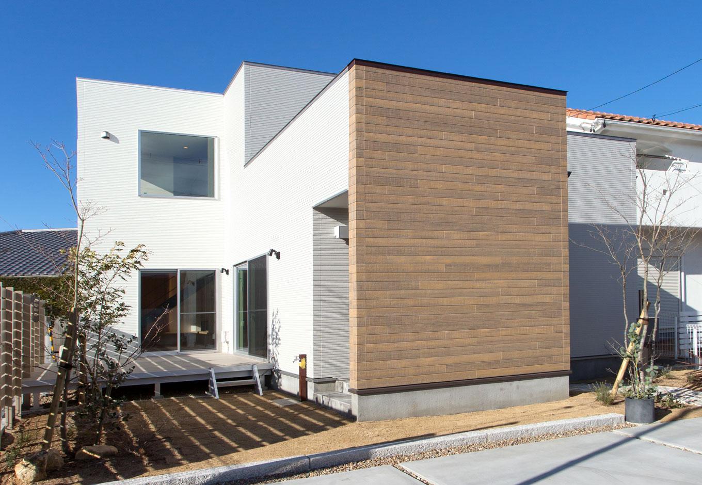 ARRCH アーチ【子育て、間取り、建築家】奥行きの異なる4つの白い箱が連続することで立体感と奥行き感ができ、家に表情が生まれる