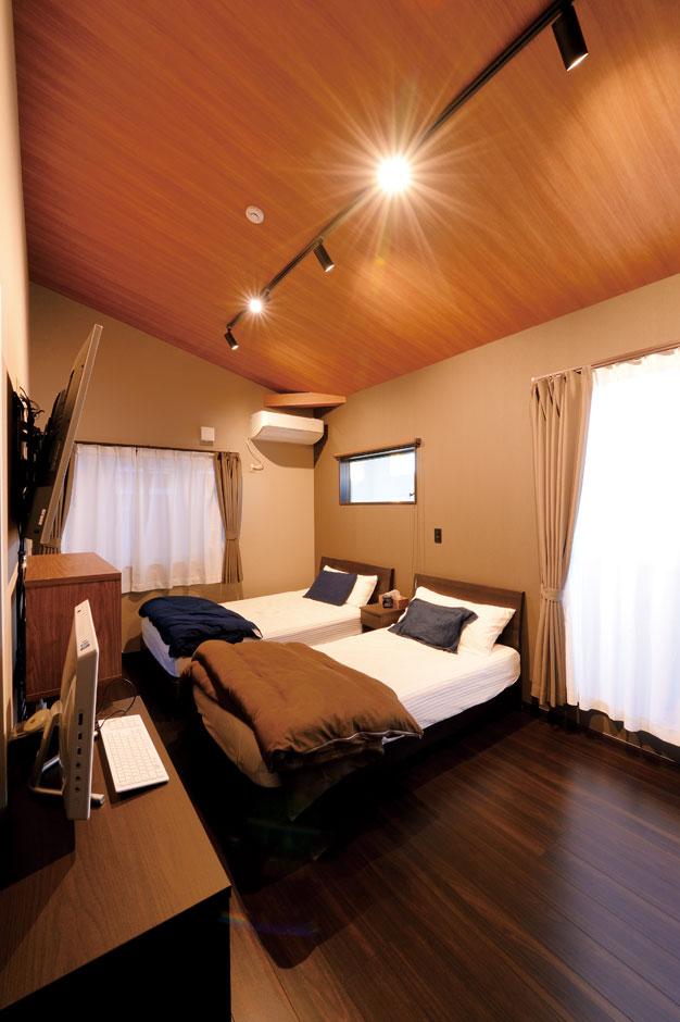 アイフルホーム 掛川店【デザイン住宅、子育て、趣味】木の傾斜天井に癒される主寝室