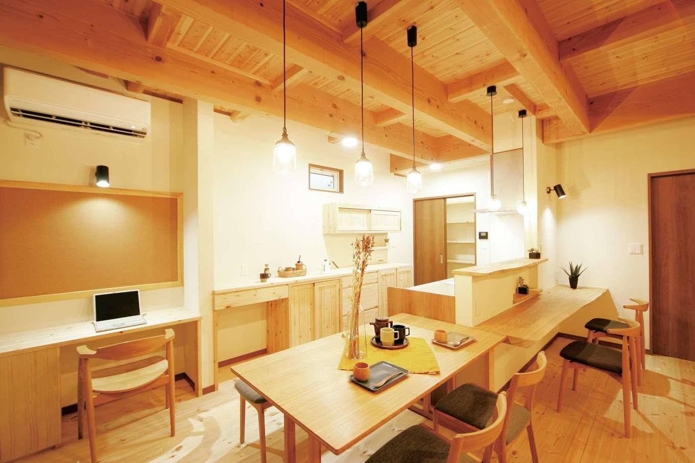 奥さまの家事がはかどる自然素材のZEH仕様住宅