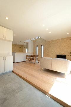 スローな暮らしを愉しむ自然素材&土間のある家