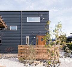 倉庫のような家で暮らす夢を叶えた「木箱house」