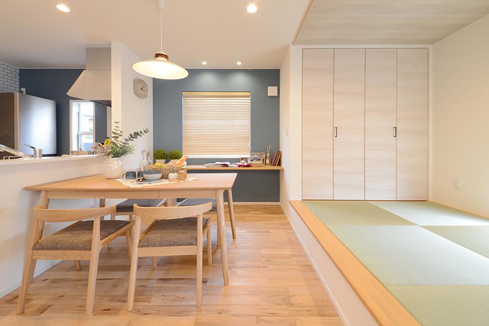 静鉄ホームズ【コアハウス】【焼津市三ケ名877-3・モデルハウス】北欧テイストを取り入れたモデルハウス。心地よい空気が流れるLDKは、家族がみんな一緒に過ごせるように工夫された間取りに。