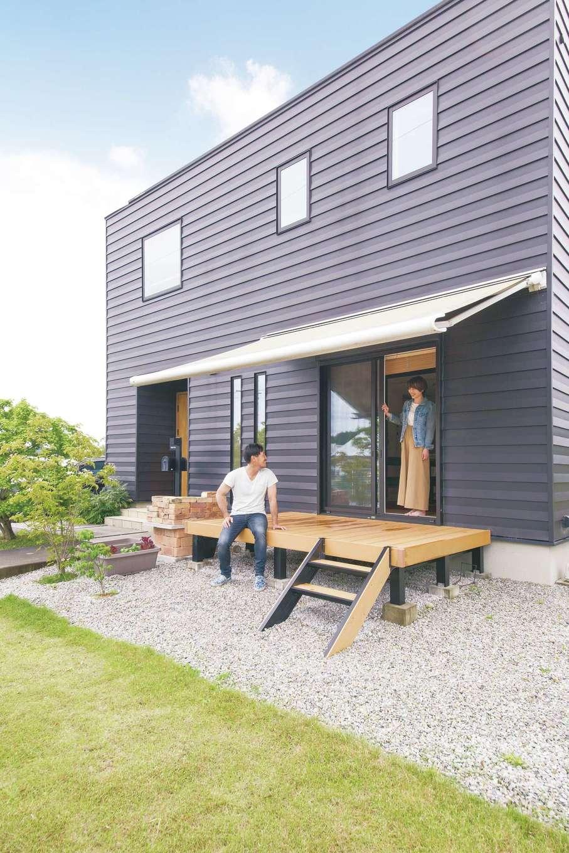 原田工務店【デザイン住宅、自然素材、省エネ】休日はウッドデッキのオーニングを張り出してBBQを楽しむ
