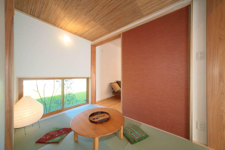 エコフィールド【二世帯住宅、自然素材、インテリア】すっきりと仕上げた和室。家族がくつろいだり、来客の際に使用したりと、多目的な利用が可能