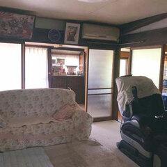 旧宅は隙間風がひどく日当たりも悪いため、冬の寒さが特に気になった。間取りは昔ながらの「田の字型」で襖続きの和室があった