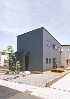 ヴィンテージ感漂う可変性のあるデザイン住宅