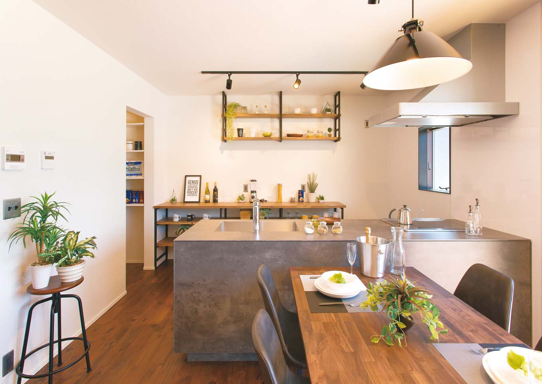 ワンズホーム【デザイン住宅、建築家、インテリア】コンクリート調のオリジナルキッチンが主役