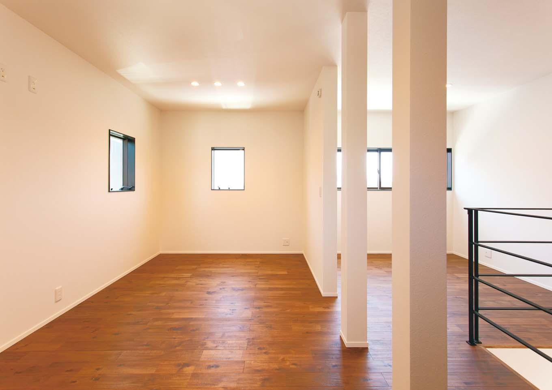 ワンズホーム【デザイン住宅、建築家、インテリア】スタディカウンター奥には子ども室を設計。将来区切ることを想定し、現在はオープンな造りに。ホール部分も広く、洗濯物の室内干しにも活用できる