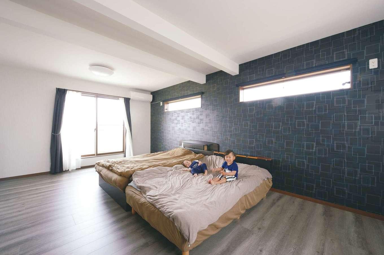 ほっと住まいる【子育て、自然素材、インテリア】子ども部屋は、現在家族の寝室として活用。遮光カーテンを使えば、昼間でも真っ暗に